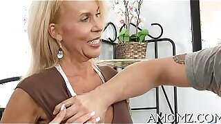 Mature hottie Alisa Iwamoto fucked by cock in garden - Brazzers porno