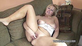 Busty mature playing with a huge dildo - Brazzers porno
