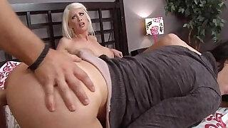 Moms in Control - Brazzers porno
