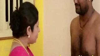 Tamil Aunty Seducing Servant - Brazzers porno