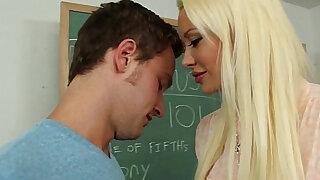 Blonde teacher Summer Brielle fuck in classroom - Brazzers porno