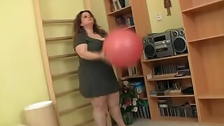 Big ass plumper is screwed in the gym - Brazzers porno