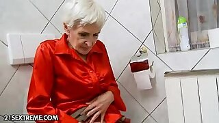 Young harem blond Granny Hungry gives hairy head - Brazzers porno