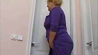 Mom really like it in the bathroom Black cats - Brazzers porno